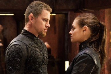 JUPITER ASCENDING - 2015 FILM STILL - Channing Tatum as Caine and Mila Kunis as Jupiter Jones - Photo Credit: Murray Close © 2015 Warner Bros. Entertainment Inc.